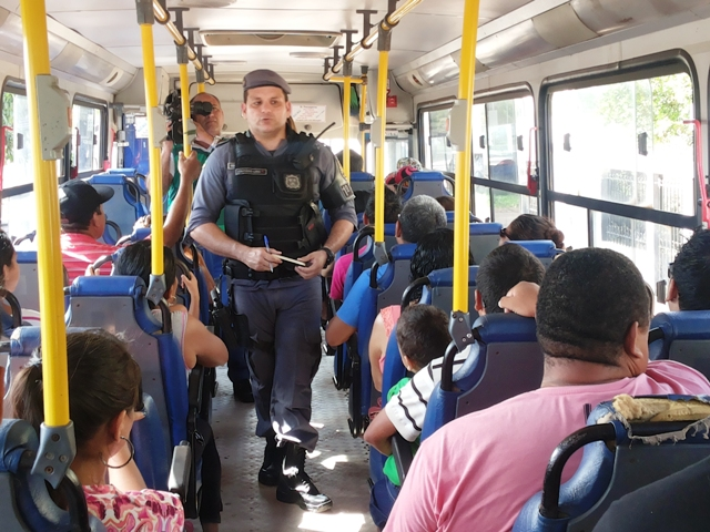 """""""Operação Ônibus Seguro"""" dá dicas contra assaltos"""