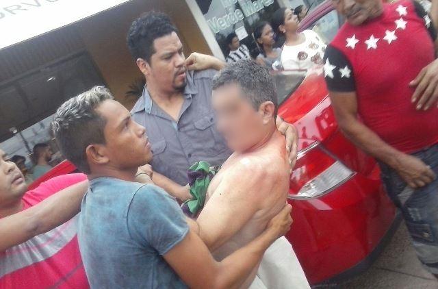 Durante assalto, comerciante é baleado no São Lázaro