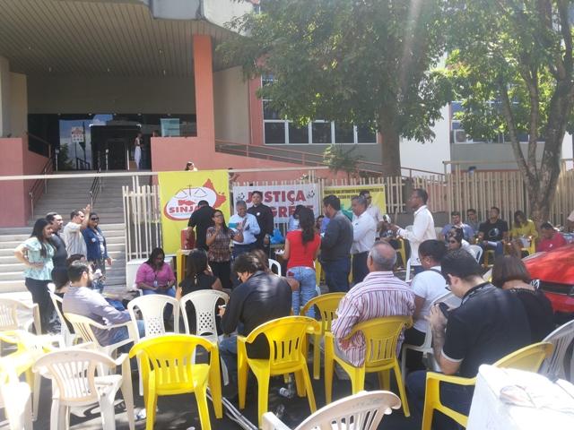 Servidores da Justiça completam um mês em greve