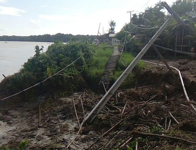 Erosão destrói casas do Bailique