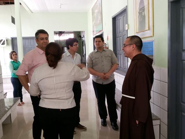 Senadores e prefeito se unem em prol dos Capuchinhos