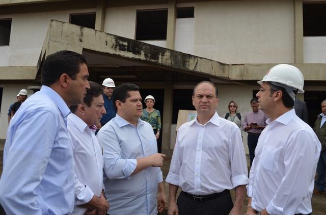 Para ministro, Clécio sugere terceirização do Hospital Metropolitano