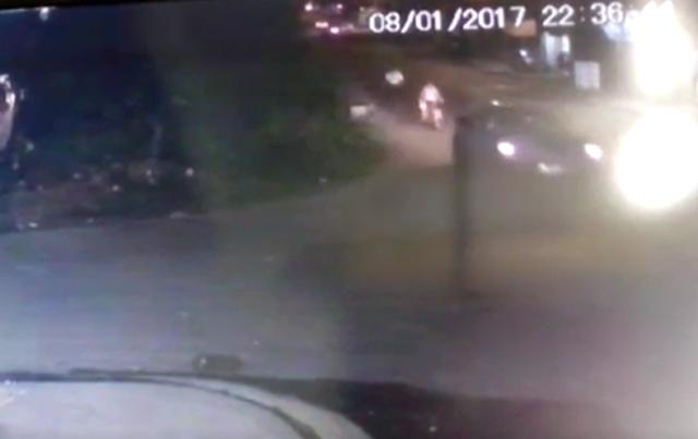VÍDEO mostra família sendo atropelada