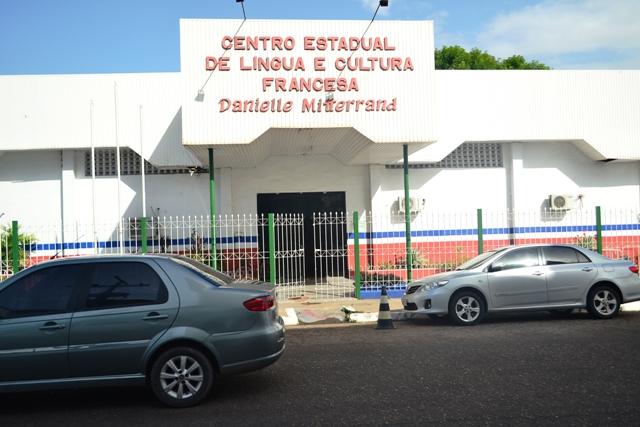 Professores com domínio em francês serão escolhidos para classes bilíngues