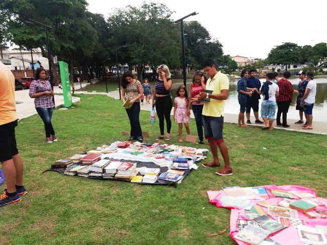 Mais de mil livros circulam em feira de incentivo à leitura
