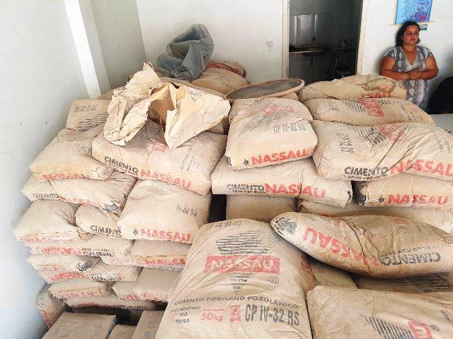 Comerciante é presa por vender cimento roubado de obra do TCE