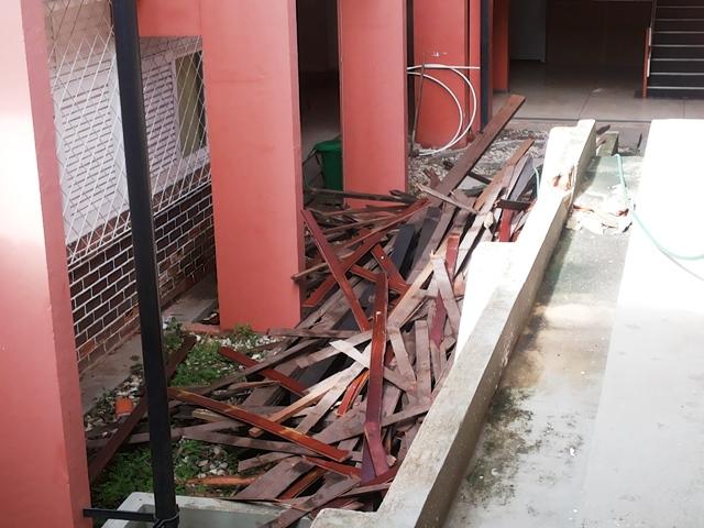 Após desabamento de telhado, aulas da Ueap no Graziela estão suspensas