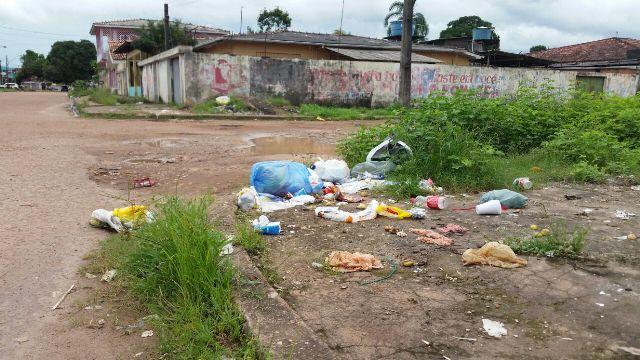 Coleta de lixo demora até 36h em Santana