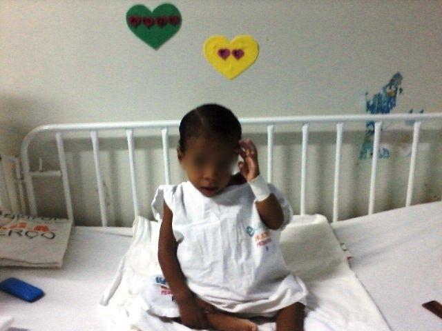 Após cirurgia, criança com abdômen distendido recebe alta