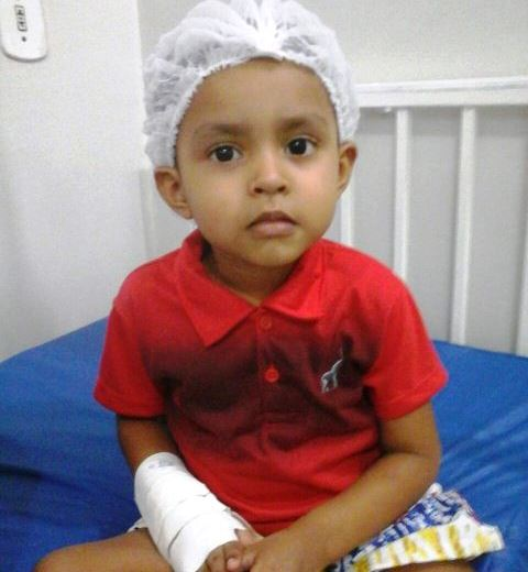 """""""Mãe, não consigo mais caminhar"""", disse menino antes do diagnóstico de leucemia"""