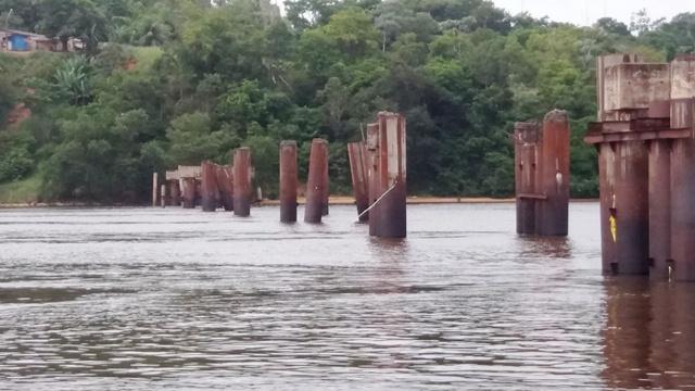Menina morre ao mergulhar de pilar da Ponte do Jari