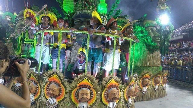 Artista indígena de Oiapoque faz carnaval no Rio de Janeiro