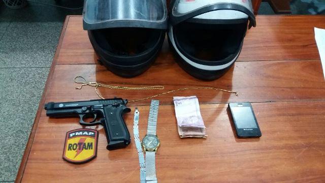 Dupla usava falsa pistola para realizar assaltos, diz PM
