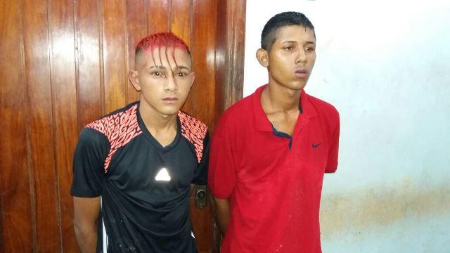 Jovens usavam facas para assaltar pessoas na rua