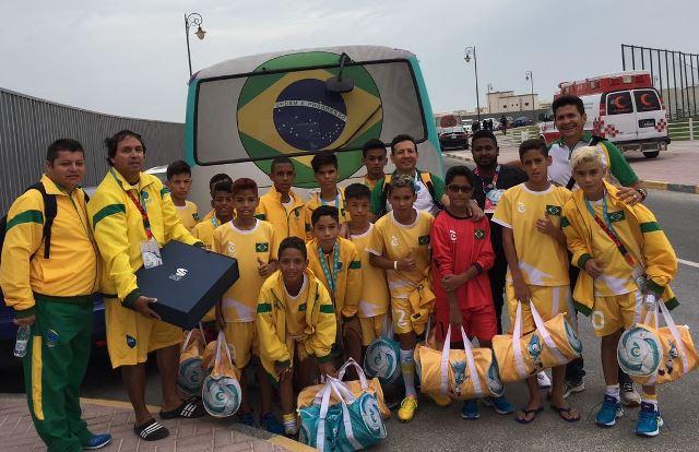No Mundial do Qatar, meninos do AP goleiam Chile e avançam