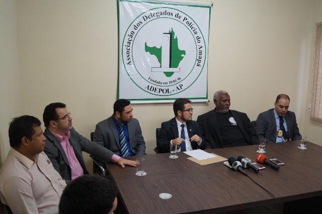 Delegados pedem prisão do comandante geral da PM