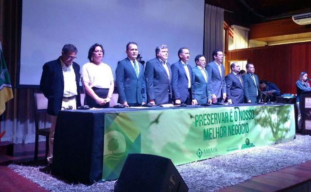 Sarney Filho elogia baixo desmatamento do AP e defende compensação ambiental