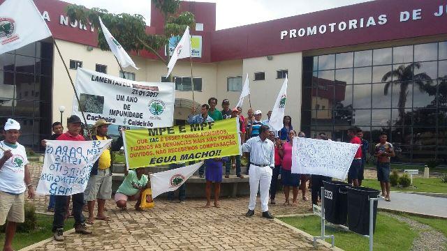 Moradores de Ferreira Gomes protestam contra acordo com hidrelétrica