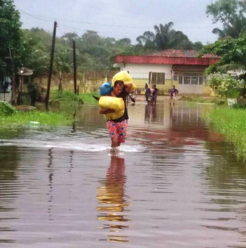Calçoene: rio transborda e afeta a cidade
