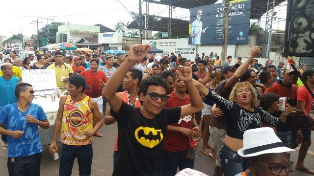 Cortejo do Caldeirão do Pavão encerra carnaval