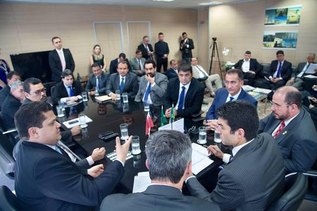 Governador, senador e ministros discutem retomada da Ponte do Jari