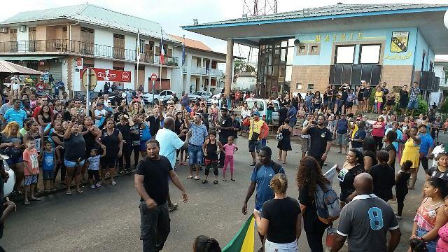 """Brasileiros aderem a protestos na Guiana: """"é pra nossa segurança"""""""