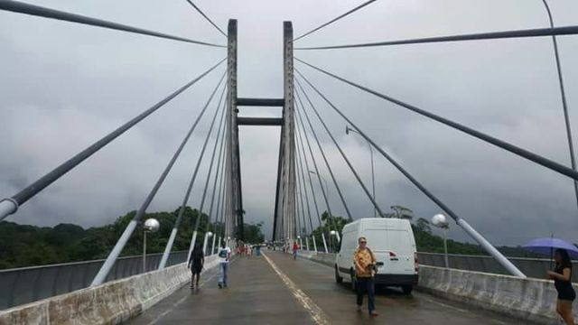 Enquanto franceses entram, brasileiros são barrados na Ponte Binacional