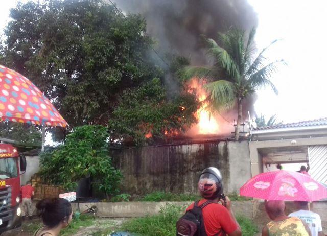 Incêndio destrói oficina de televisores