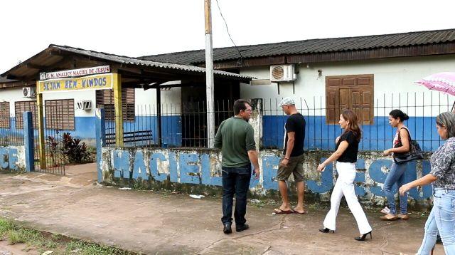 Moradores pedem apoio de deputada para reforma da principal escola de Tartarugalzinho