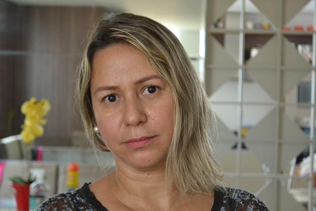 """EXCLUSIVO: """"Só os verdadeiros amigos ficaram e ajudam"""", diz esposa de deputado preso"""