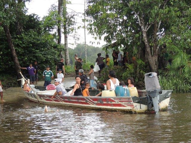 Movimento de catraieiros diminui no Rio Oiapoque
