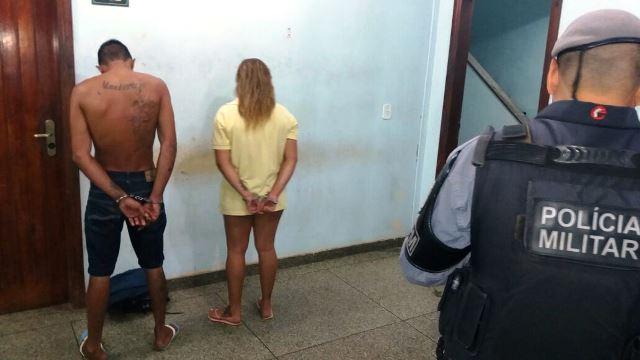 Casal tenta se desfazer das drogas, mas é preso por tráfico