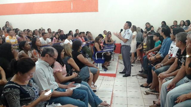 Após assalto, comunidade e policiamento escolar discutem soluções