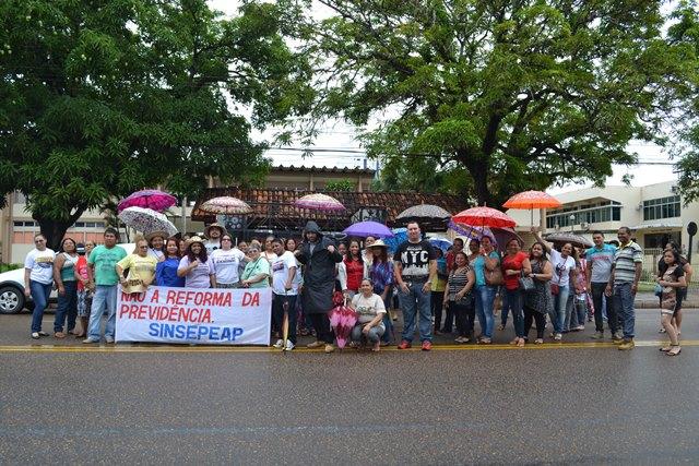 Professores fazem protesto no segundo dia de paralisação