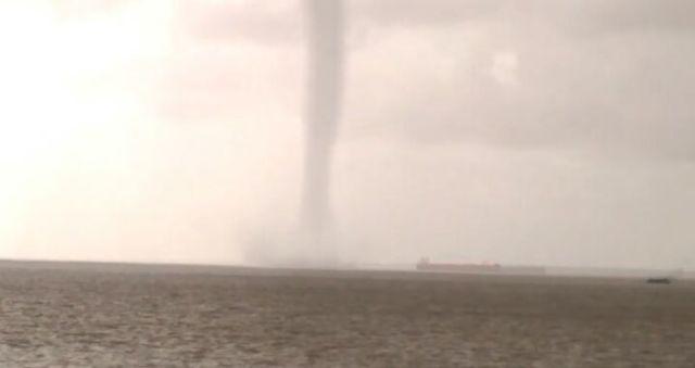 Tromba d'água volta a surgir no Rio Amazonas; ASSISTA