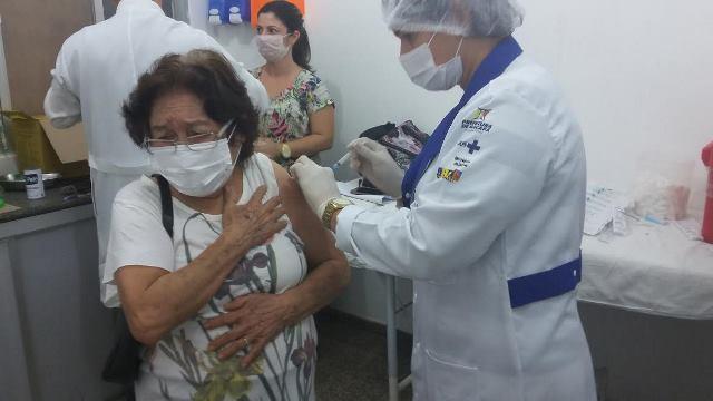 Campanha de vacinação inicia para profissionais da Saúde
