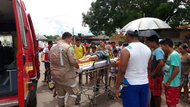 Acidente com bicicleta motorizada deixa dois feridos