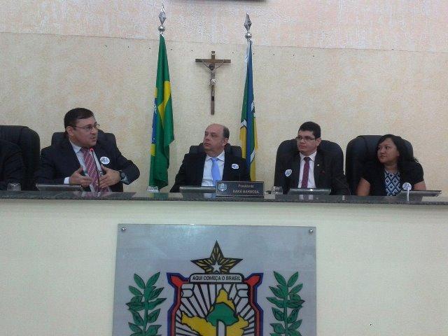 Deputados investigados avaliam projeto que fortalece combate à corrupção