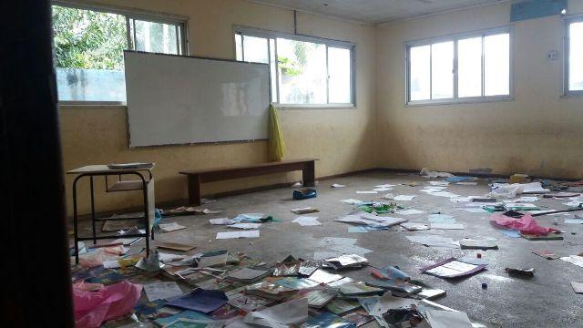 Anexo de escola municipal está abandonado no Marabaixo II