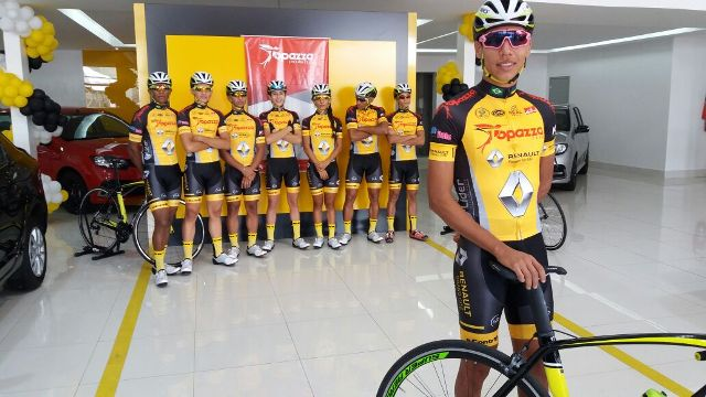 Campeões recebem novos uniformes e ganham apoio para 2017