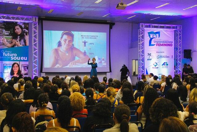 Empreendedorismo feminino atrai multidão em seminário