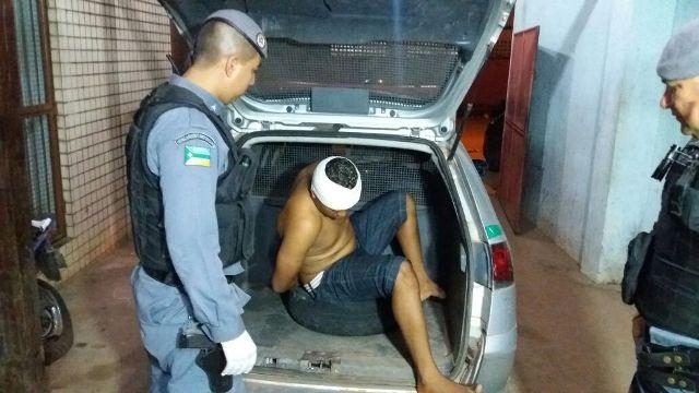 Bandidos roubam carro e na fuga provocam acidente