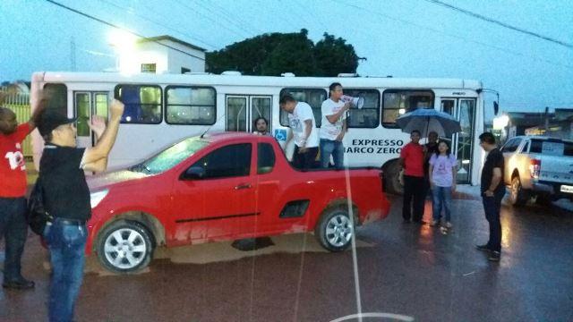 Sindicatos fazem piquetes para segurar ônibus nas garagens