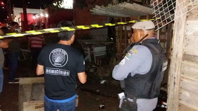 Jovem pode ter sido morto por comparsa após assalto, diz PM