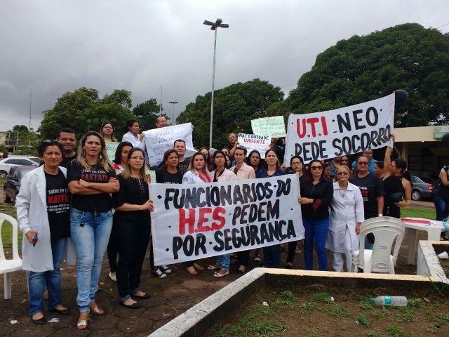 Servidores do Hospital de Santana protestam por segurança