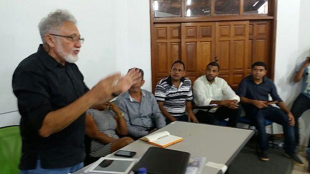 João Henrique é internado em UTI