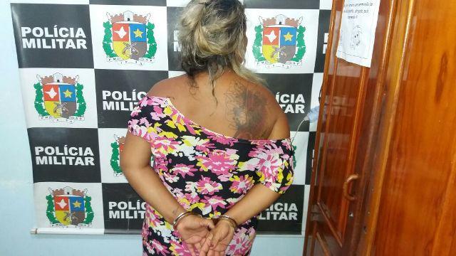 Acusada de tráfico, mulher escondia mais de meio quilo de drogas em casa