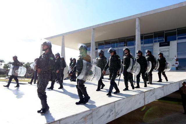 Senador do AP diz que convocação das Forças Armadas é inconstitucional