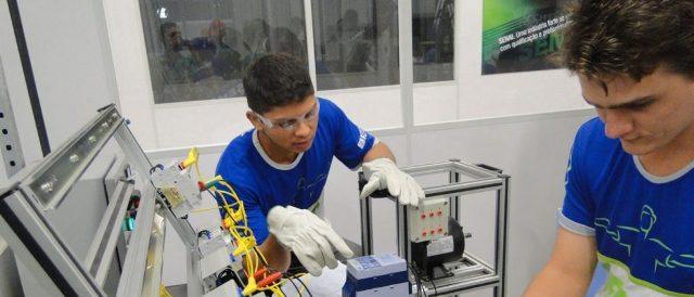 """Estudantes conhecerão cursos do MedioTec na """"Feira de Profissões"""""""