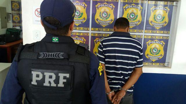 Ex-detento é preso tentando levar drogas para o interior